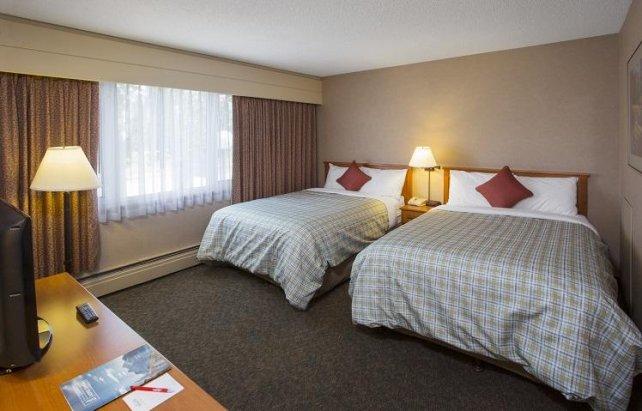 Lobstick Lodge standard room