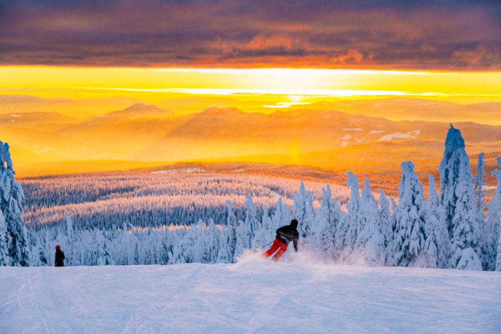 In het Canadese skigebied Revelstoke in British Columbia is de bestemming voor catskiën en off piste en back country skiën