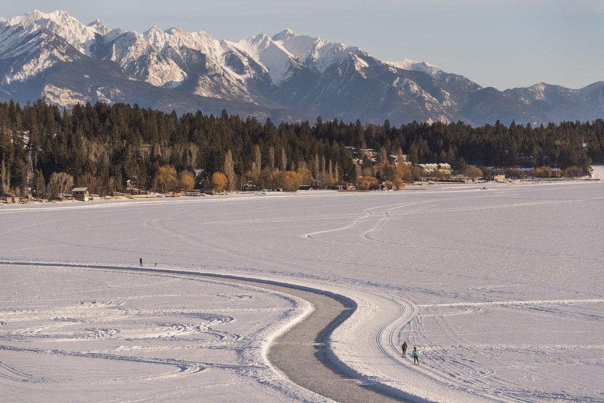 In Panorama kun je schaatsen op de langste natuurlijke ijsbaan ter wereld
