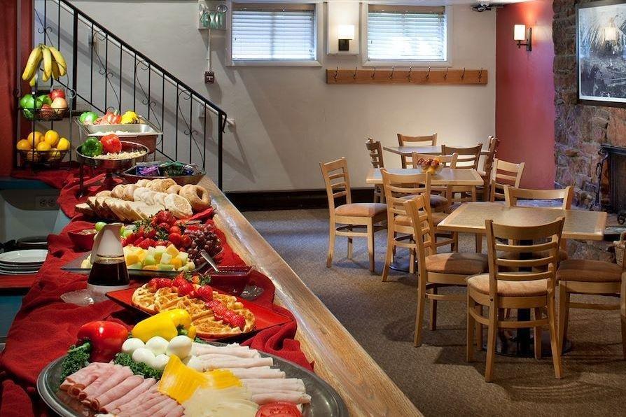 Aspen - Molly Gibson Lodge breakfast room