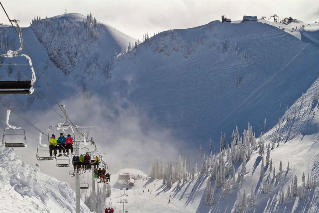In Fernie wacht een uitgestrekt skigebied op je, waar de diverse bowls volop uitdaging bieden voor de gemiddelde en gevorderde skiërs.