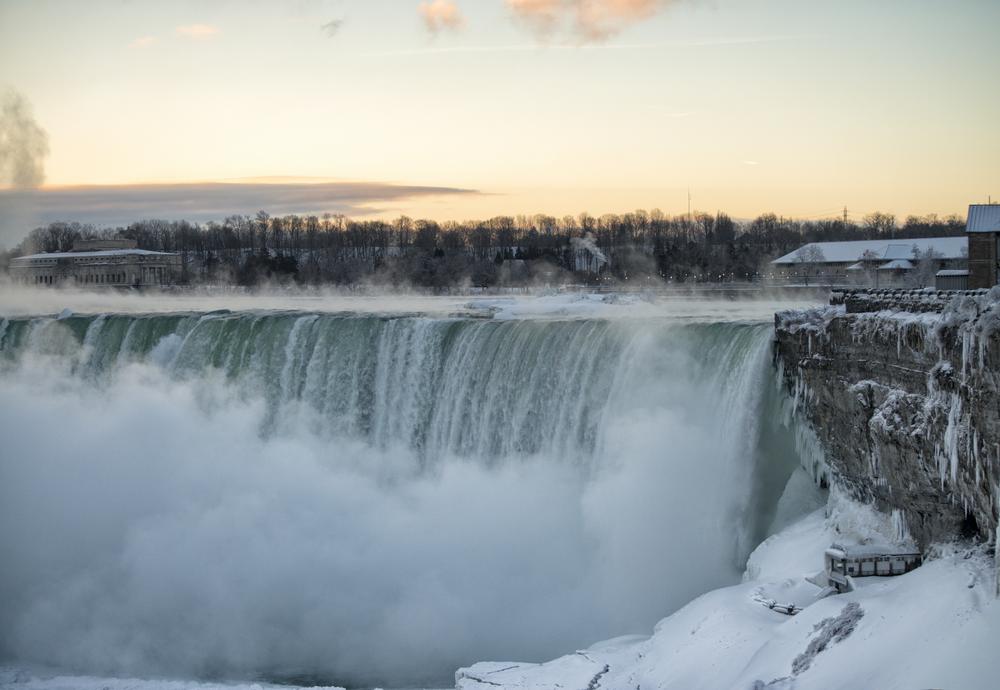 Aan Canadese kant van de Niagara waterfalls kun je Clifton Hill bezoeken. Een ietwat vreemde plek voor een compleet entertainment park.