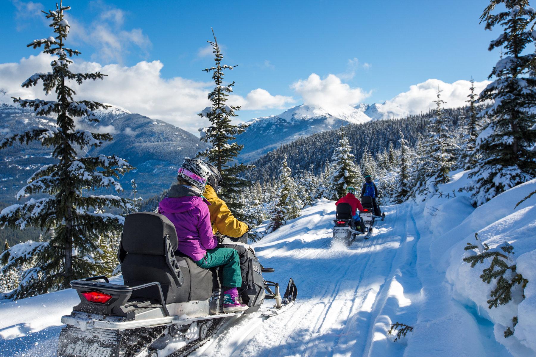 Door Whistler Mountain en de Brandywine Vallei heeft Whistler een ruim aanbod aan snowscooter tochten. Per snowmobiel kun je routes volgen van 2 uur tot een dag.