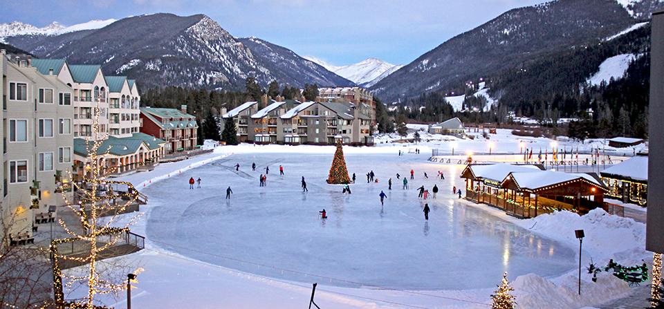De ijsbaan in Keystone is een prachtig middelpunt van het centrum. Keystone is een knus dorp met een pracht van een skigebied.