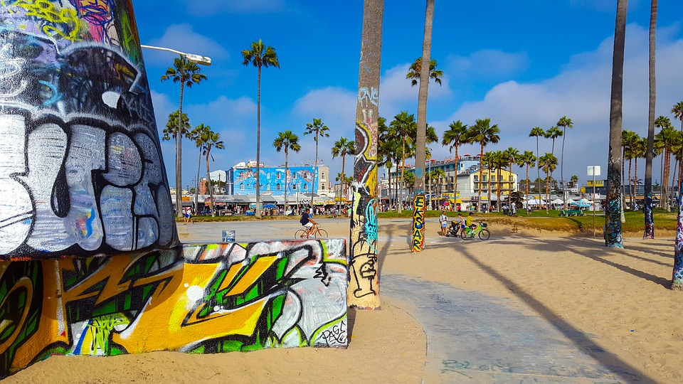 Venice Beach is gemoedelijk met prachtig zicht op de Stille Oceaan. Santa Monica Beach is levendig met fitgirls, krachtpatsers en Muscle Beach