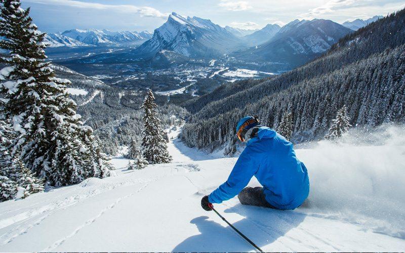 Skiën in Banff kun je doen in maar liefst drie verschillende skgiebieden, kies bijvoorbeeld voor een afdaling op de Lone Pine piste in Mount Norquay