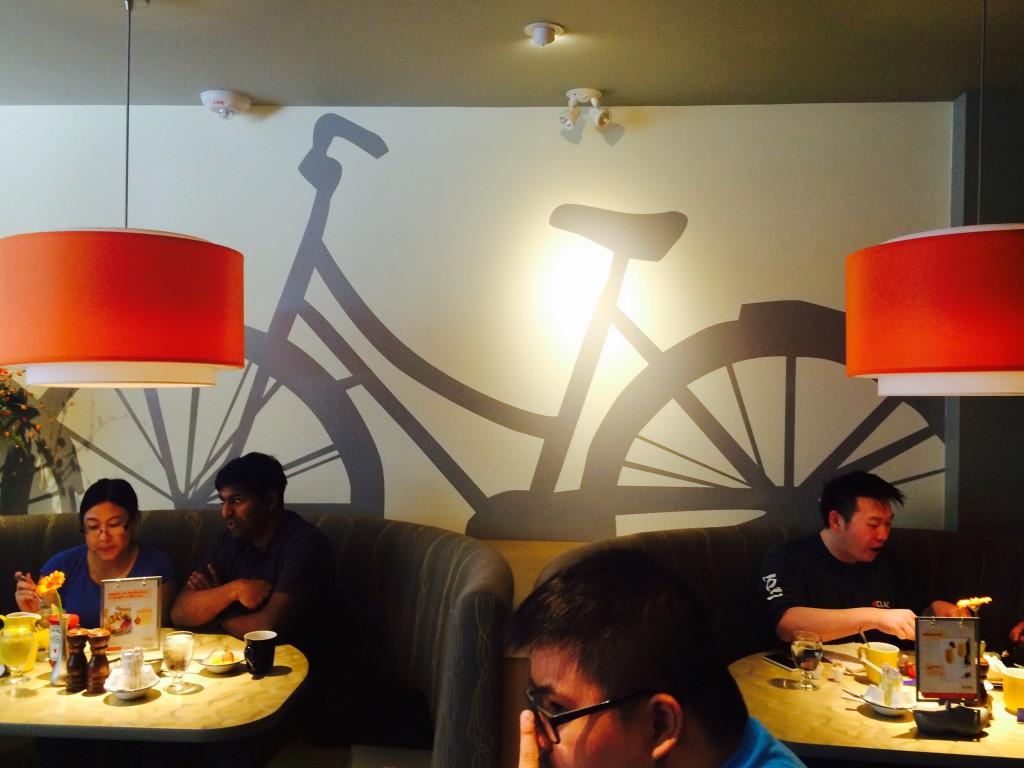In de Canadese plaats Edmonton eet je een Nederlands ontbijt in pannenkoekenhuis De Dutch.