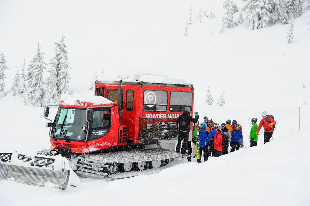 Vraag hier een offerte voor jouw wintersportvakantie naar Canada inclusief catski of heliski.