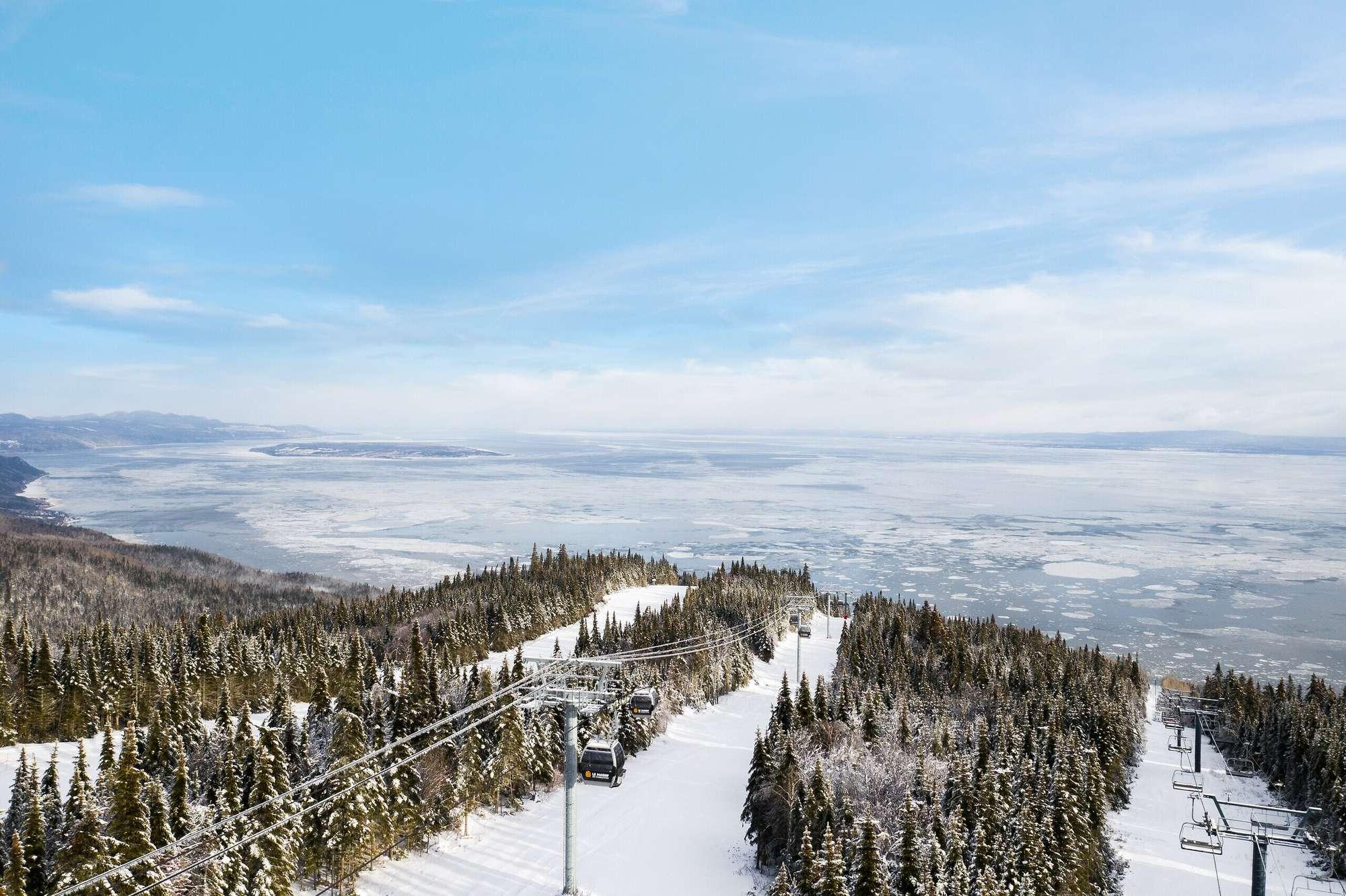 Als je skiet in het Canadese skigebied Le Massif, heb je een prachtig uitzicht op de St. Laurence river