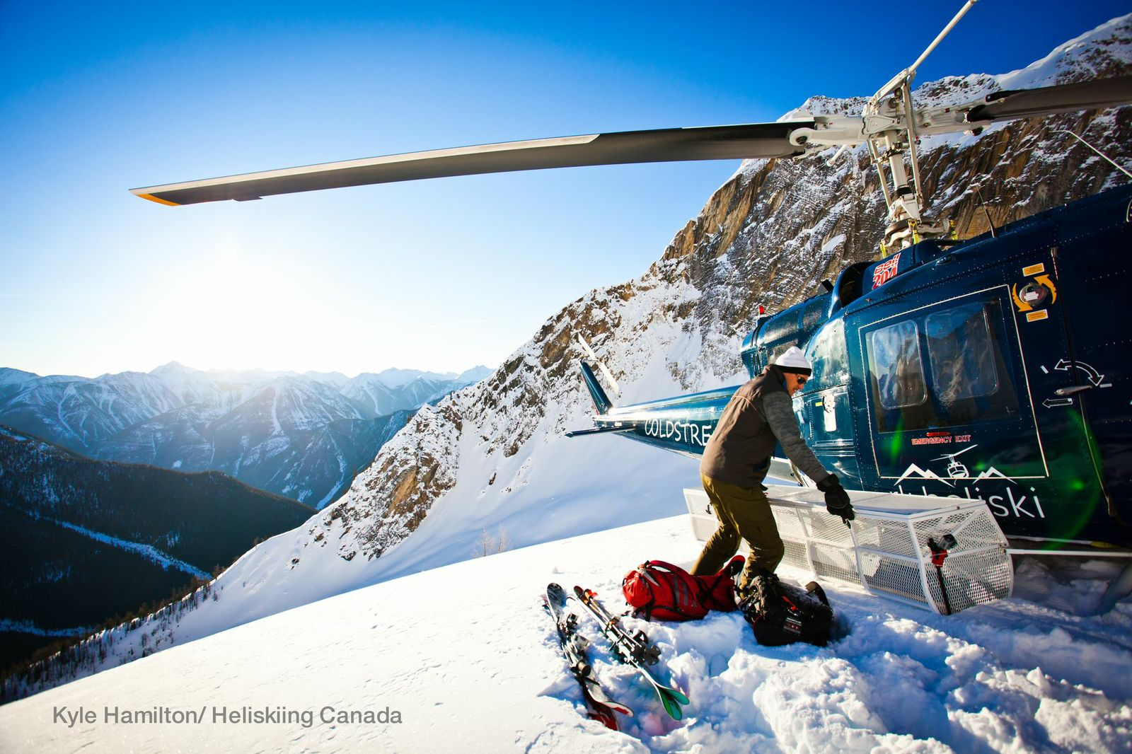 Ready voor take off? Heb je altijd al willen helikopter skiën in Canada, vraag  je offerte aan bij wintersportcanadaamerika