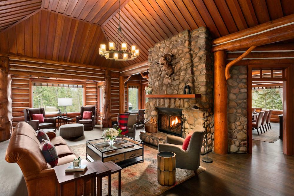 In Jasper National Park vind je de Fairmont Jasper Park Lodge, een heerlijke accommodatie voor je wintersportvakantie in Jasper, Canada