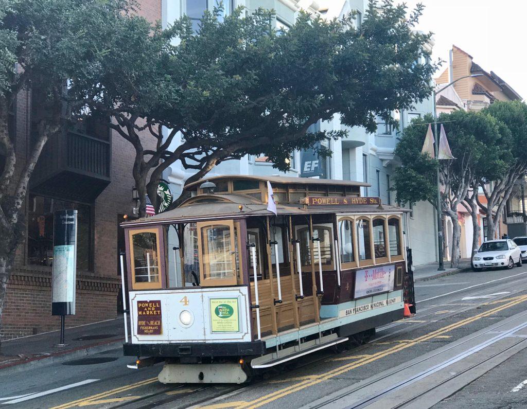 Je kunt in de stad San Francisco in Californie een fiets huren om de diverse wijken te ontdekken