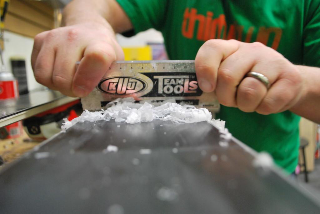 Als je gaat skien in het voorjaar in Canada of Amerika, zorg dan dat je flink wat wax op je ski's of snowboard want het  goede laag wax plakt je materiaal niet aan de sneeuw en kun je nog beter zweven!