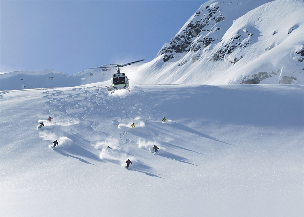 Helikopterski in Panorama British Columbia Canada. Skigebied is onderdeel van BC Powder Highway