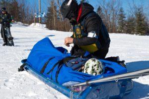 Wintersport in Canada of Amerika, leer de skitermen die specifiek zijn voor je skivakantie zoals Rescue toboggan