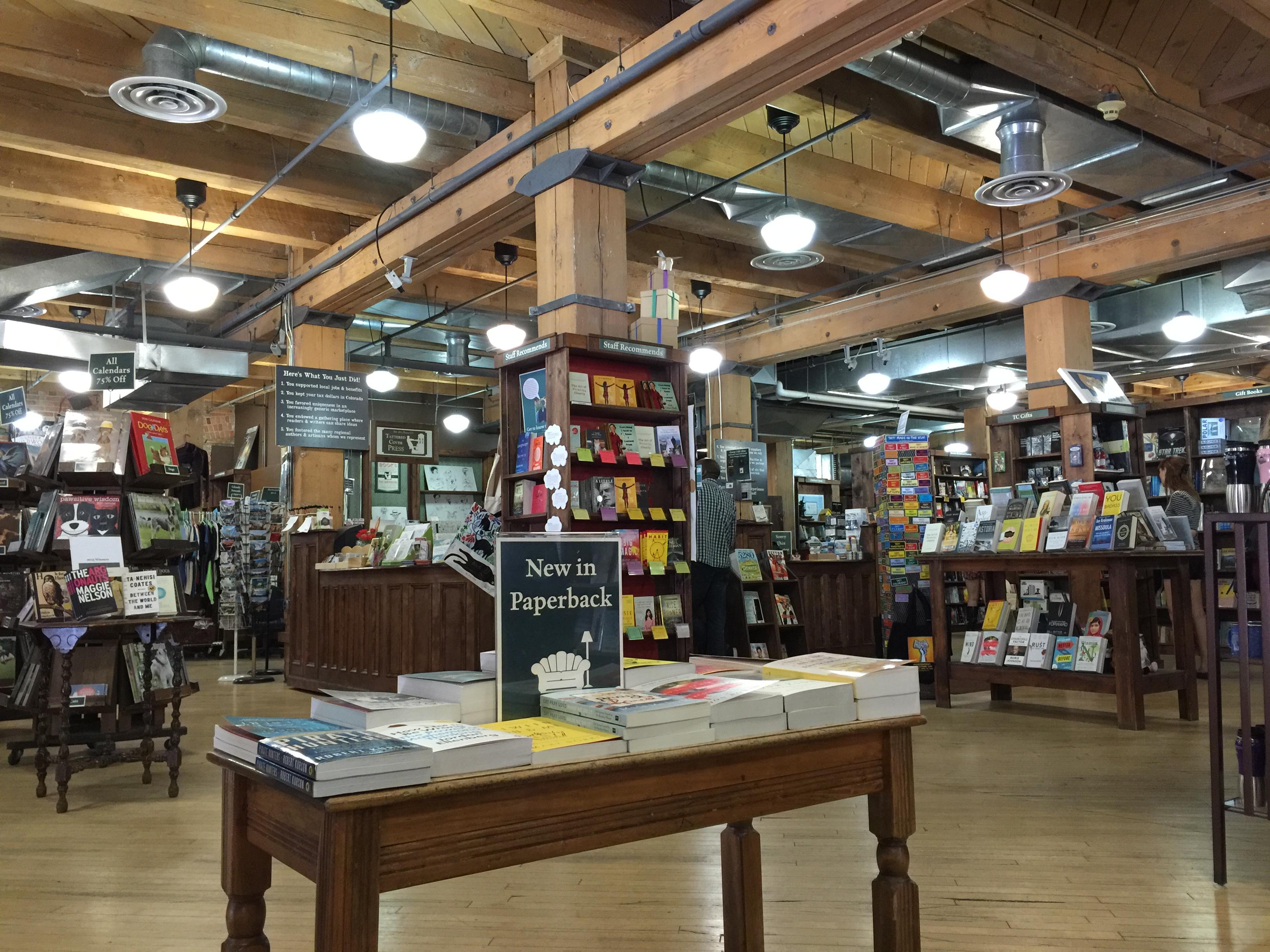 In Denver winkel je in 16th Street Mall of het Cherry Creek Shopping Center. Bezoek de Tattered Cover Book Store