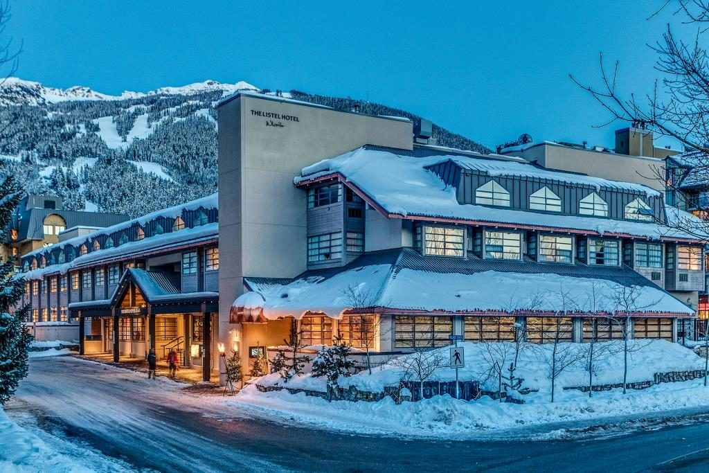 De meeste hotels in Whistler Canada beschikken over ruime nette kamers en als faciliteiten: zwembad,  sauna en wellness