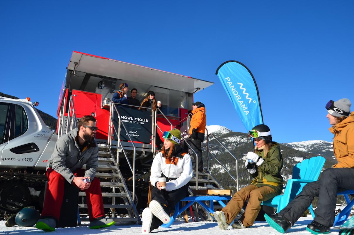 wat je niet mag missen in Panorama is de Snowlicious Mobile Kitchen, een foodtruck op rupsbanden die zich op verschillende spots in het skigebied laat zien.
