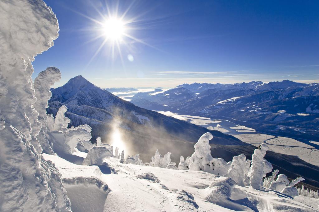 In Revelstoke kun je genieten van het skigebied waar je één van de langste zwarte afdalingen van Canada zal vinden.