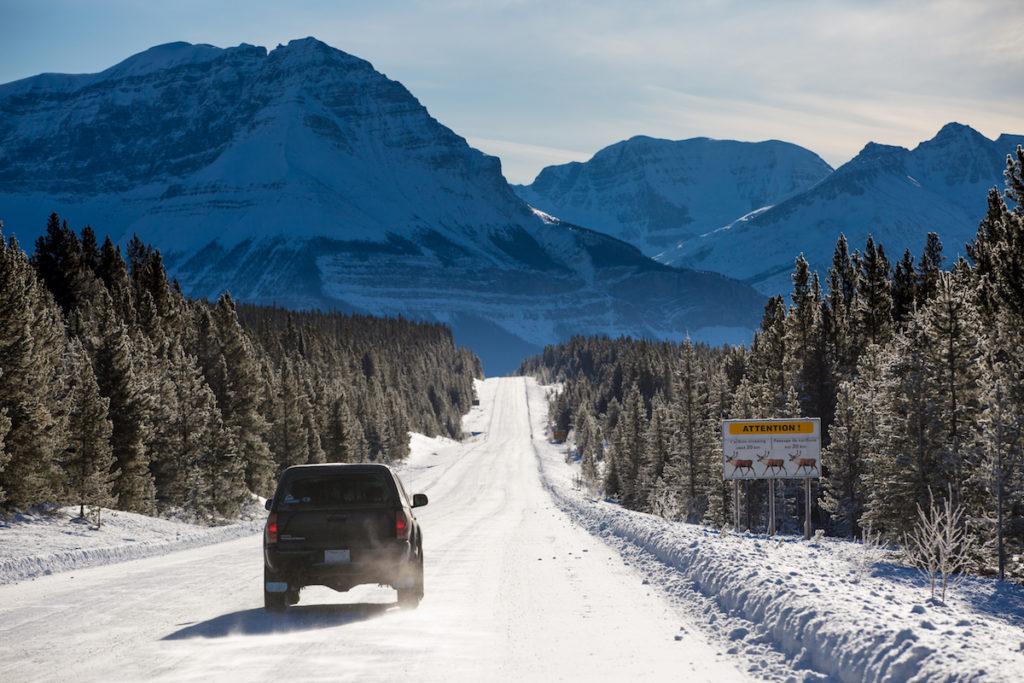 Doe eerst een uitgebreide controle check op je huurauto voordat je de fraaie Icefield Parkway in Alberta oprijdt
