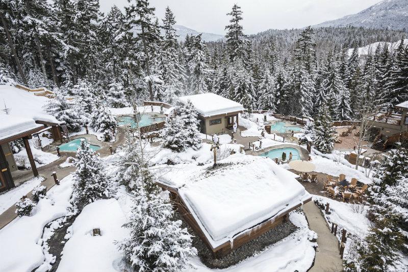 Outdoor relaxen: De Scandinave Spa is een oorspronkelijk nordisch welnesscentrum op 30 minuten wandelen van Whistler Village op een TOP locatie!