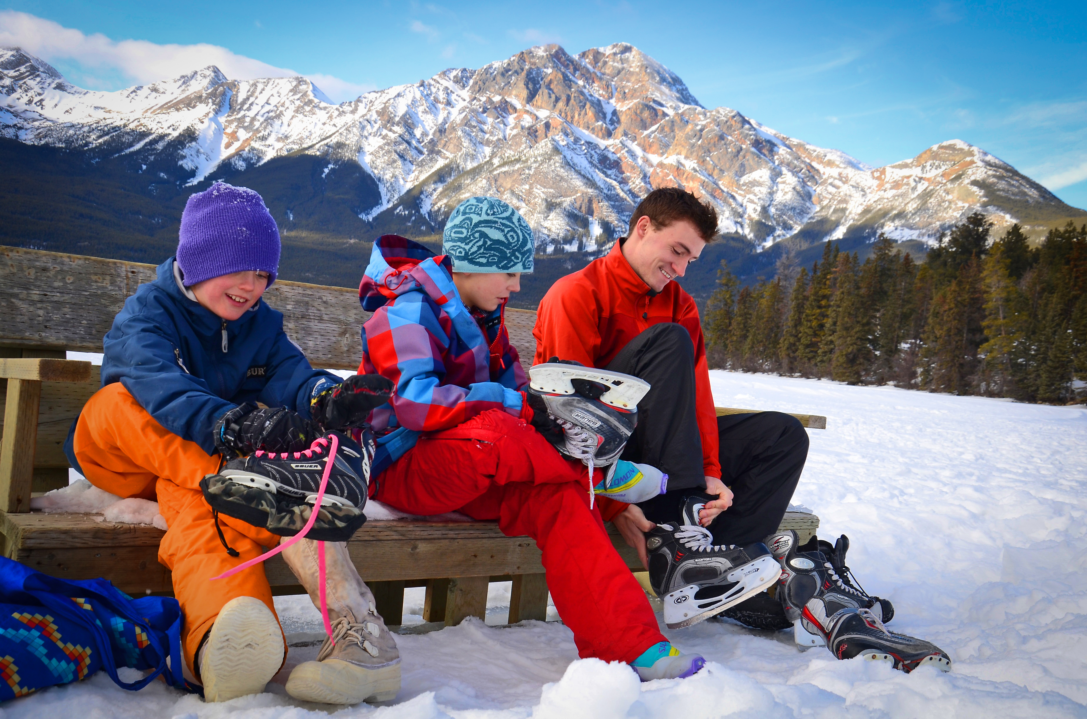 In Jasper kun je met een gerust hart een schaatsmiddag inplannen op prachtig zwart natuurijs. Met als bonus een adembenemende omgeving.